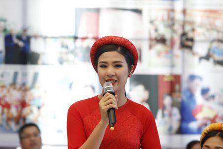 Giai Viet da toan quoc 2017: Hoa hau Ngoc Han, A hau Thanh Tu deu gop mat - Anh 1