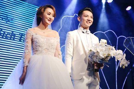Chuyen showbiz: Yen Trang tai hop nhom May Trang, chup anh ban nude - Anh 5