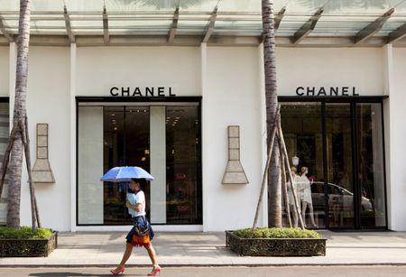 """Mua hang Chanel: Khach hang """"noi doa"""" vi bi tho o? - Anh 1"""