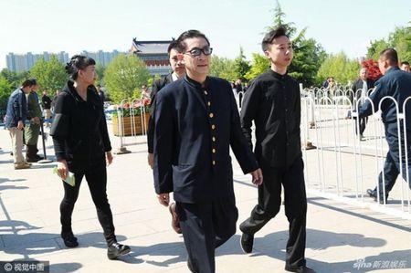 Dan sao 'Tay Du Ky' nghen ngao tien dua dao dien Duong Khiet - Anh 4