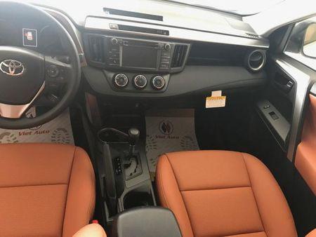 SUV co nho - Toyota RAV4 2017 dau tien tai Viet Nam co gia 2 ty dong - Anh 7