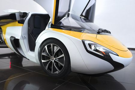 Xe bay AeroMobil tri gia 1 trieu USD ban ra nam 2020 - Anh 3