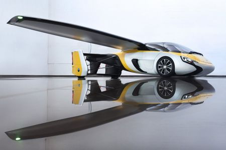Xe bay AeroMobil tri gia 1 trieu USD ban ra nam 2020 - Anh 5
