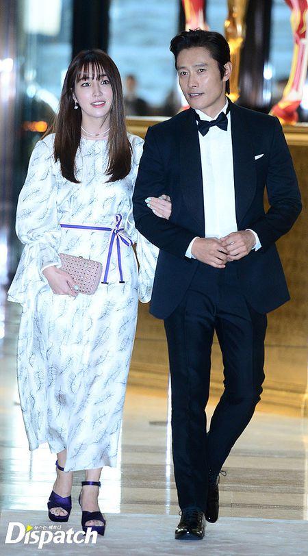 Vo chong Lee Byung Hun ngot ngao hon sau be boi ngoai tinh - Anh 1