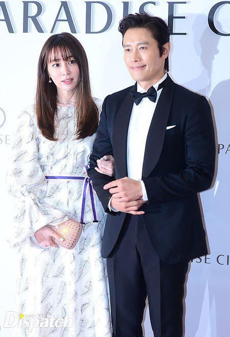 Vo chong Lee Byung Hun ngot ngao hon sau be boi ngoai tinh - Anh 2