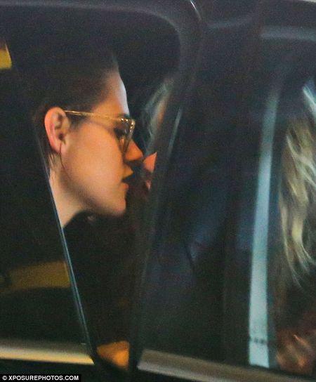 Kristen Stewart tinh tu ben nguoi tinh dong gioi - Anh 6