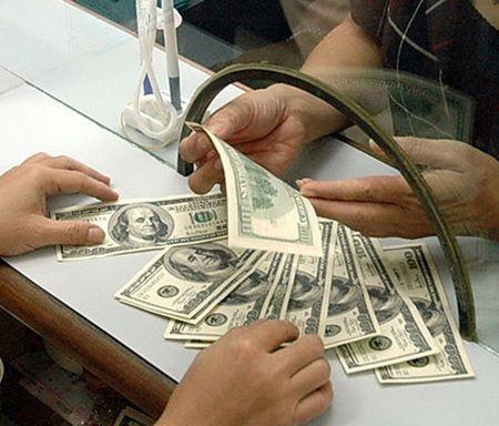 Gia mua USD ngan hang thuong mai thap hon Ngan hang Nha nuoc - Anh 1