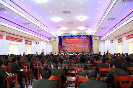 Gap mat cuu luu hoc sinh quan su Lao tung hoc tap tai Viet Nam - Anh 1