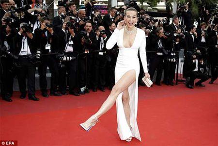 Lai mot my nu khac phai xau ho vi vay xe cao tai Cannes - Anh 4