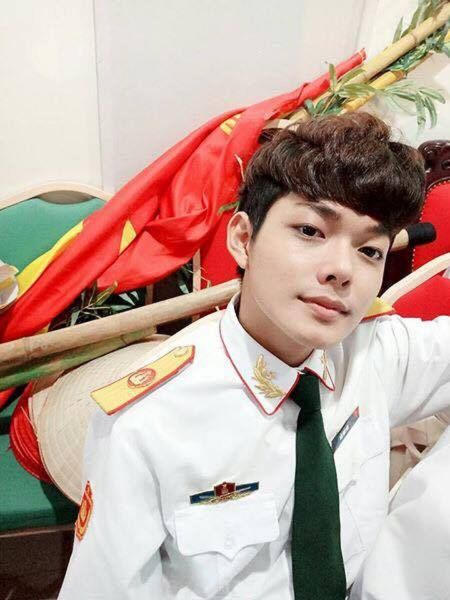 Hot boy DH Van hoa - Nghe thuat Quan doi gay sot khi cover ngot lim 'Nguoi ve tham que' - Anh 3