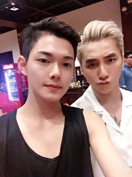 Hot boy DH Van hoa - Nghe thuat Quan doi gay sot khi cover ngot lim 'Nguoi ve tham que' - Anh 7
