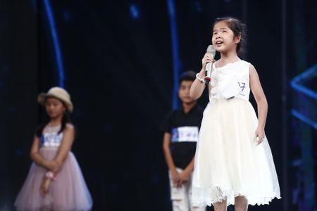 Truc tiep Vietnam Idol Kids 2017 tap 3: Co be khiem thi khien Isaac lang nguoi - Anh 2
