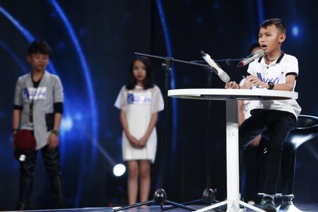Truc tiep Vietnam Idol Kids 2017 tap 3: Co be khiem thi khien Isaac lang nguoi - Anh 4