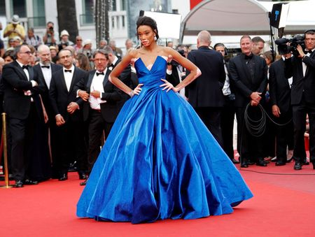 Nguoi mau bach tang tu tin khoe dang tai Cannes - Anh 2