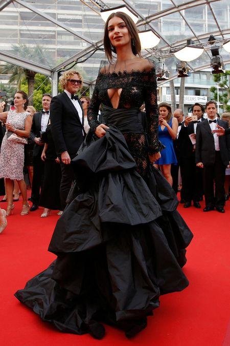 Nguoi mau bach tang tu tin khoe dang tai Cannes - Anh 6