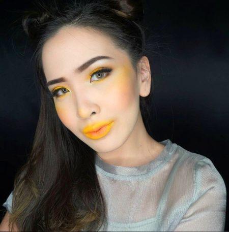 """Hotgirl Sam """"lieu linh"""" make up theo xu huong gay tranh cai tren mang xa hoi - Anh 6"""