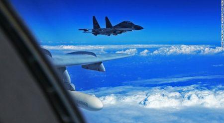 Trung Quoc cho may bay Su-30 ap sat may bay do tham My - Anh 1