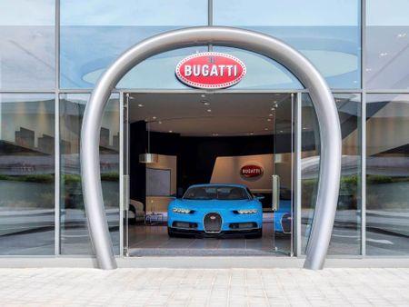 Showroom Bugatti lon nhat tai Dubai chi trung bay duy nhat mot xe - Anh 1