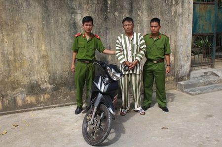 'Chieu doc' cay cop cua bang nhom chuyen rinh 'moi' ben ngan hang - Anh 1