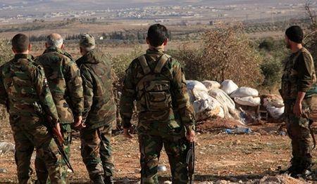Quan doi Syria dieu binh linh tiep vien, siet thong long khung bo o Aleppo - Anh 1