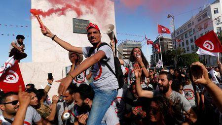 Tunisi: Bieu tinh phan doi du luat an xa tham nhung - Anh 1