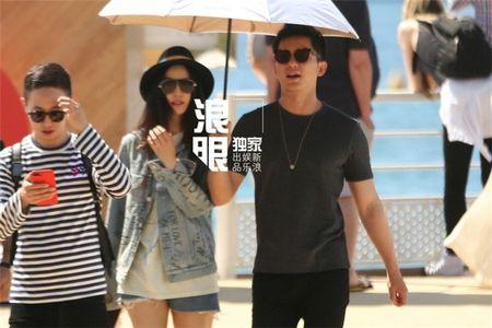 'Bo be' Cannes, Pham Bang Bang vo tu hen ho cung Ly Than giua troi Tay - Anh 12