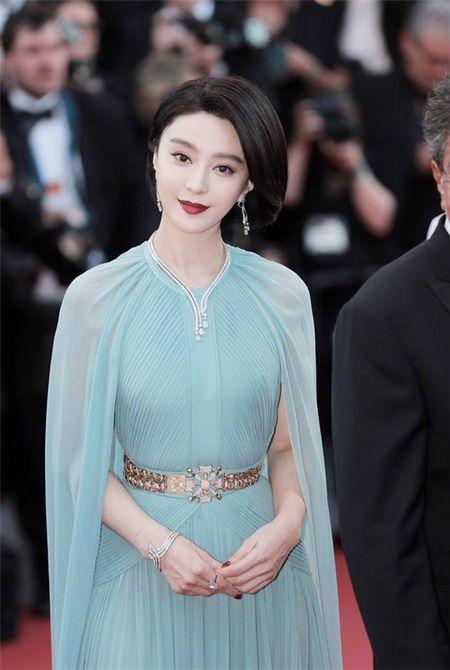 'Bo be' Cannes, Pham Bang Bang vo tu hen ho cung Ly Than giua troi Tay - Anh 3