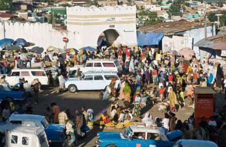 IMF nang du bao tang truong kinh te Nam Phi nam 2017 len 1% - Anh 1