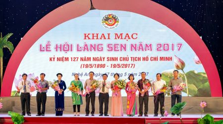 Nghe An: Khai hoi Lang Sen 2017 - Anh 2
