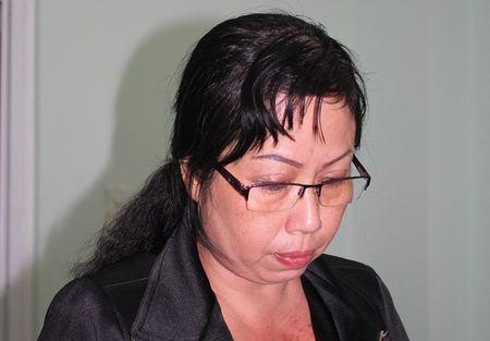Khoi to, bat tam giam giam doc ban va su dung hoa don khong hang tram ti dong - Anh 1