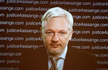 Thuy Dien ngung dieu tra nguoi sang lap WikiLeaks - Anh 1