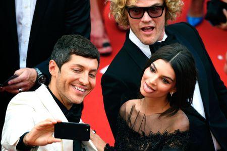 Khoanh khac vui nhon cua cac sao tren tham do Cannes 2017 - Anh 1