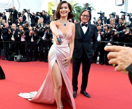 Khoanh khac vui nhon cua cac sao tren tham do Cannes 2017 - Anh 3