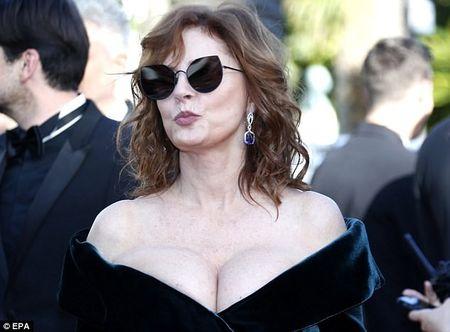 Khoanh khac vui nhon cua cac sao tren tham do Cannes 2017 - Anh 7