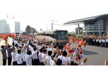Trieu Tien rop co hoa mung phong ten lua thanh cong - Anh 10