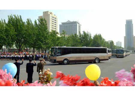 Trieu Tien rop co hoa mung phong ten lua thanh cong - Anh 3
