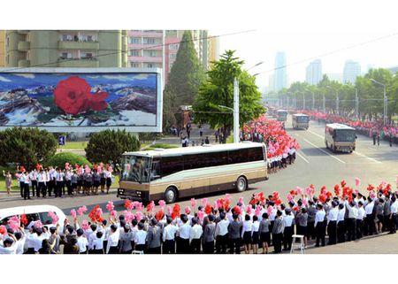 Trieu Tien rop co hoa mung phong ten lua thanh cong - Anh 4