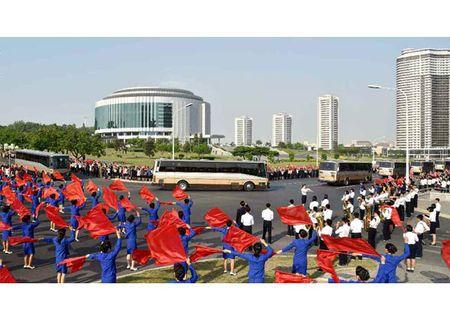 Trieu Tien rop co hoa mung phong ten lua thanh cong - Anh 5