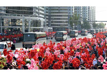 Trieu Tien rop co hoa mung phong ten lua thanh cong - Anh 9