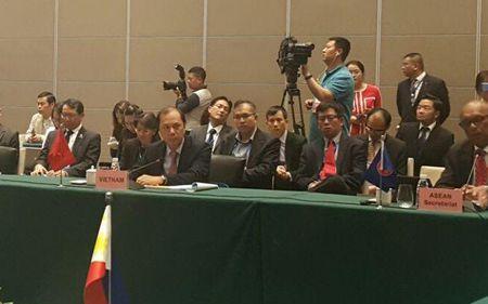 Trung Quoc khang dinh vai tro cua ASEAN, trao doi ve COC o Bien Dong - Anh 2