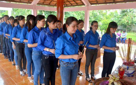 Cac dia phuong ky niem 127 nam Ngay sinh Chu tich Ho Chi Minh - Anh 1