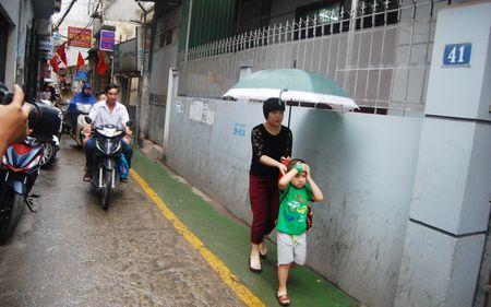 Lan duong uu tien cho hoc sinh di bo toi truong o Ha Noi - Anh 1