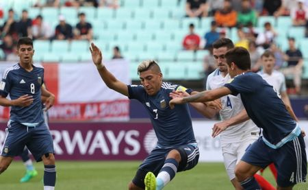 U20 Argentina tham bai truoc U20 Anh ngay trong ngay khai mac - Anh 1