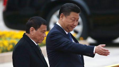 Tong thong Duterte: Trung Quoc doa chien tranh neu Philippines khoan dau o Bien Dong - Anh 1
