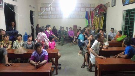 Hoa Binh: Thuc hu thong tin dan chan xe cua can bo tinh de phan doi cat tac - Anh 1