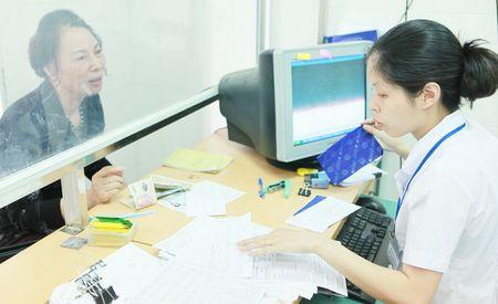 Gia vien phi tang toi da: Nang ganh nguoi khong co the bao hiem y te - Anh 1