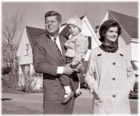 John F. Kennedy: Goc nhin moi qua trien lam anh - Anh 2