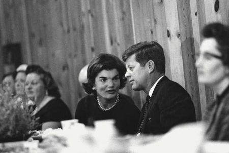 John F. Kennedy: Goc nhin moi qua trien lam anh - Anh 4