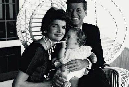 John F. Kennedy: Goc nhin moi qua trien lam anh - Anh 5