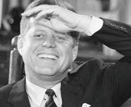 John F. Kennedy: Goc nhin moi qua trien lam anh - Anh 7